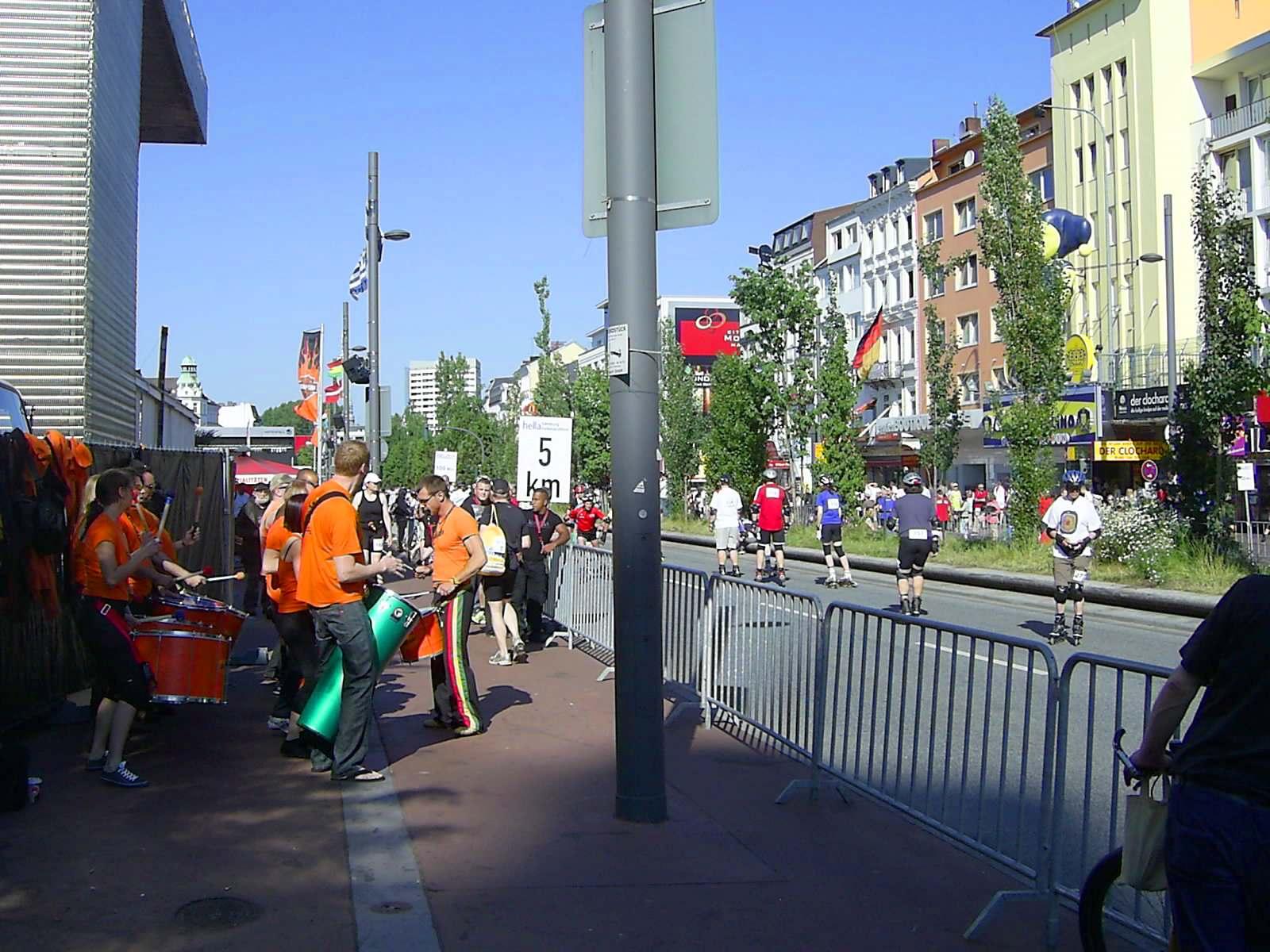16. hella Halbmarathon 2010: Reeperbahn - noch 40 Minuten bis zum Start der Läufer